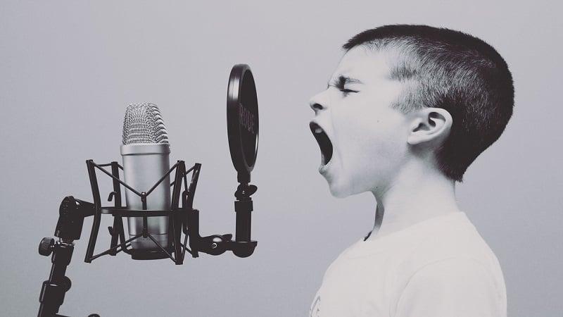 大声で叫ぶことでストレスが解消される