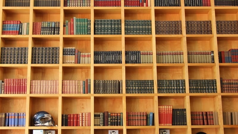 本は種類ごとに分けて並べる