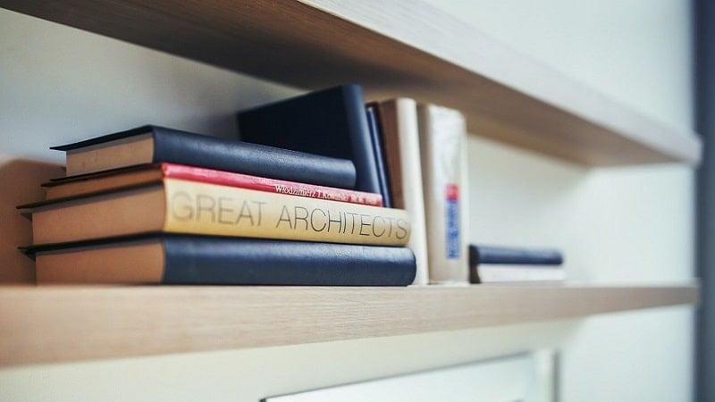 本を横向きにして本棚に収納