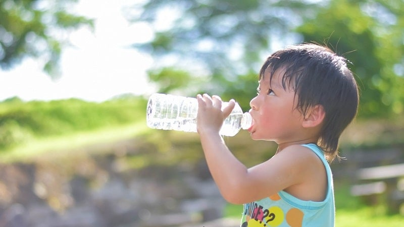 子供の水分補給対策はゆっくり焦らず