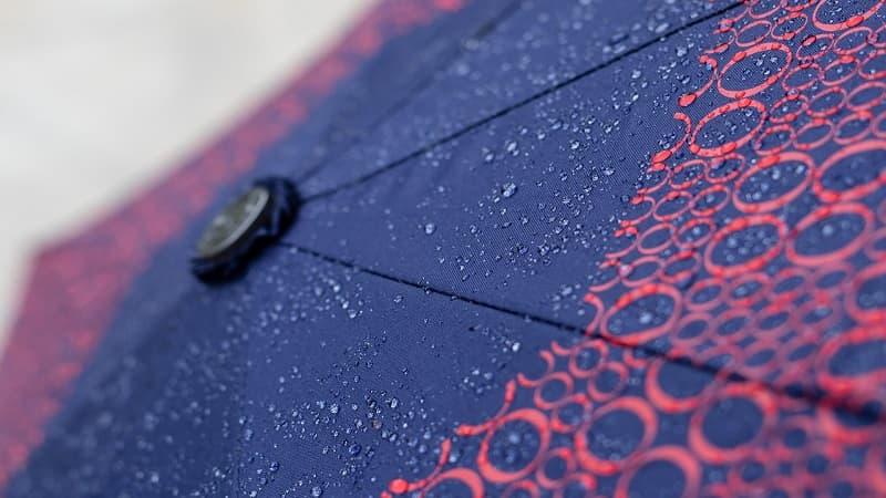 傘の撥水効果をよみがえらせる方法