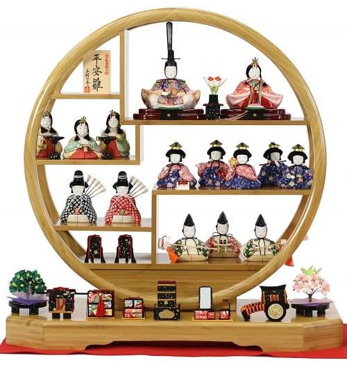 【丸窓・円形飾り台】十五人飾りの雛人形
