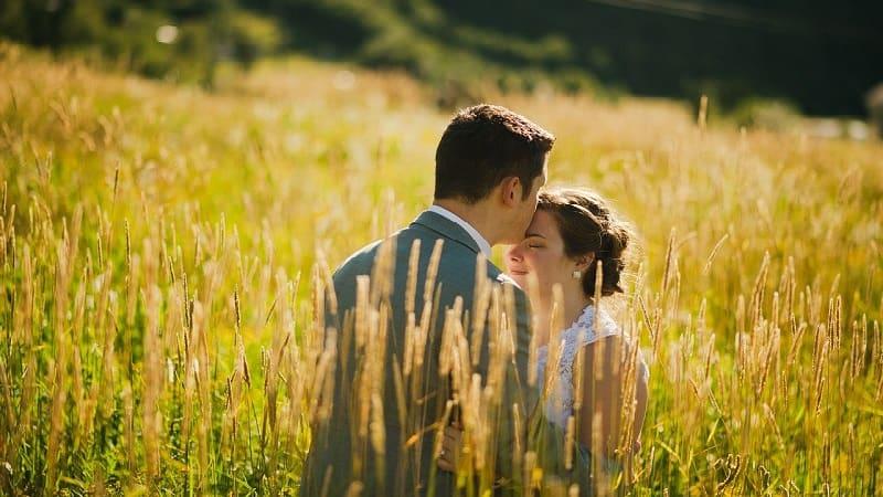 キスはする場所によって異なる意味がある