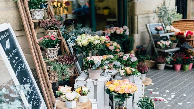 お盆のお供えとして飾る花の選び方