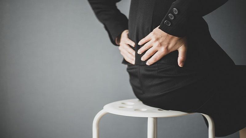 座りすぎは高血圧・腰痛・肥満のリスクを高めると同時に、寿命まで縮めてしまう危険な行為