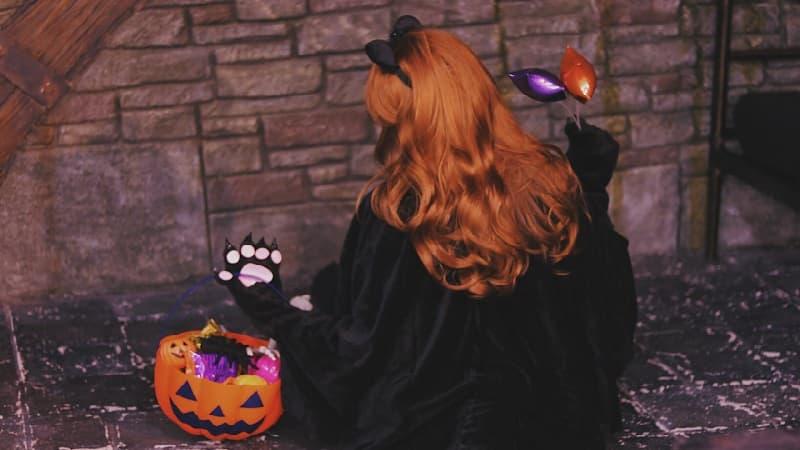 魔女やお化けなど、どうしてハロウィンで仮装するのか?