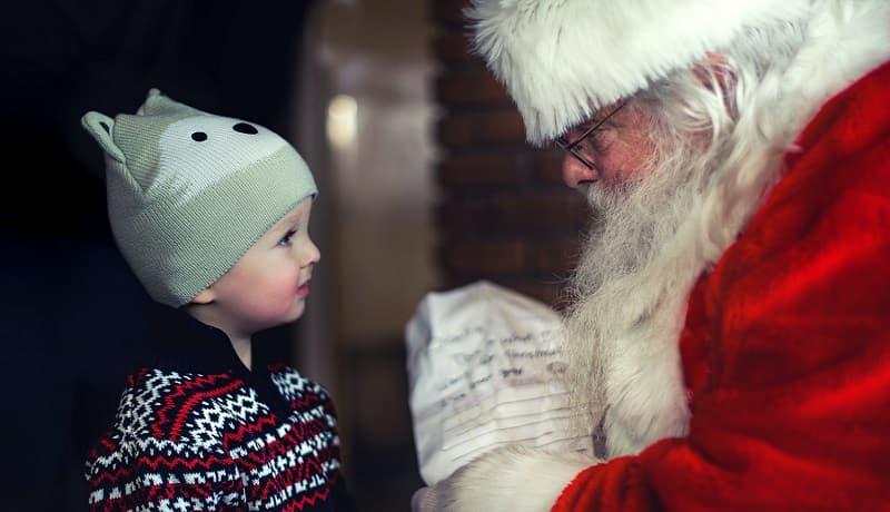 サンタクロースってだれ?どうしてプレゼントをくれるの?
