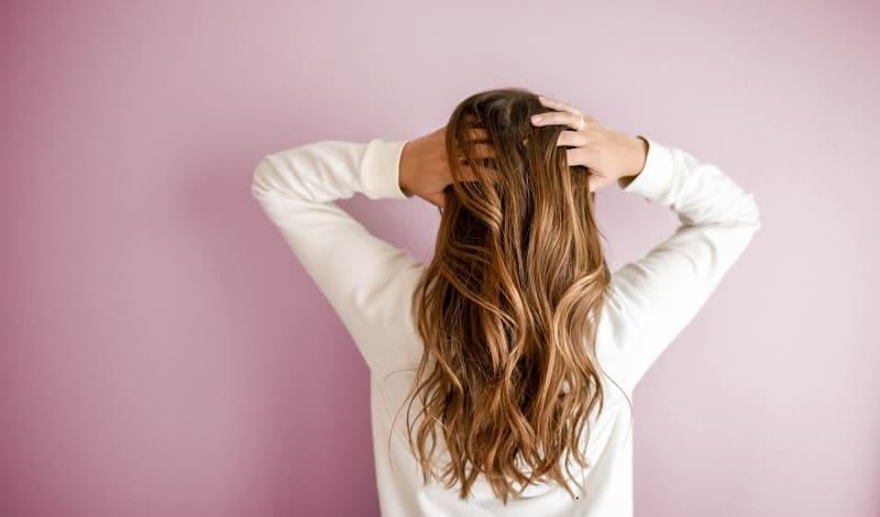 使用期限切れのシャンプーを使うと髪にどんな悪影響が出るのか?